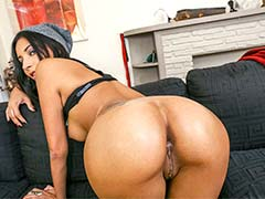 Jade Jantzen gets that Asshole strecthed out!